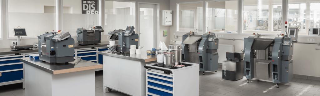 Salle de présentation de la gamme des laminoirs tricylindres de laboratoire et de production